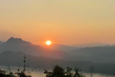 世界遺産 ラオス・ルアンパバーン訪問記 ①遠き山とメコン川に日は落ちて