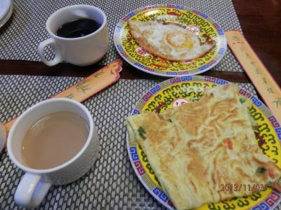 北京1311b①竹園賓館の朝食 欧米人ばかり オムレツがおいしい フワフワで油っこくもない