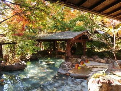 黒川温泉紅葉してました。蕎麦・露天風呂二か所・和栗スイーツSET