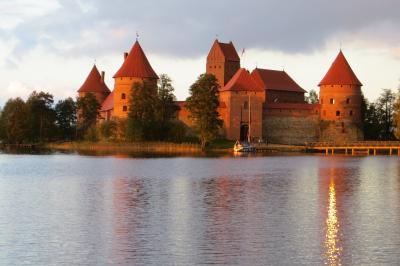 2012秋、バルト三国・東欧旅行記(36)カナウス、聖ペテロ&聖パウロ教会、トラカイ城