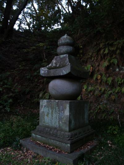 覚賢塔と扇谷山多宝寺跡(鎌倉市扇ガ谷2)