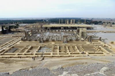 2012秋、イラン旅行記(23)ペルセポリス、宮殿跡、宝物殿跡、ペルセポリス遺跡全景