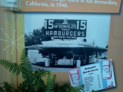 Mの字のハンバーガーショップ