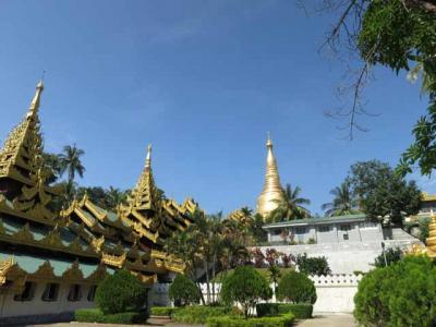 ミャンマーヤンゴンの聖地のシュエダゴンパゴダに行きました。