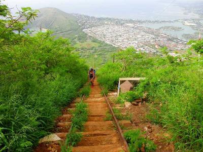 ハワイ旅行・ココヘッドトレイルの登山開始