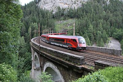 世界遺産の鉄道をたどる