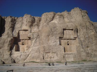 ナグシェ・ロスタム(Naqsh-e Rustam)とペルセポリス(Persepolis)~アケメネス朝ペルシアの栄華を偲ぶ~