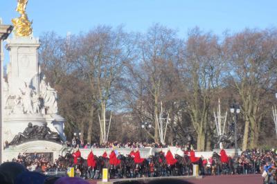 ロンドンでカウントダウンディナークルーズを ②市内観光~やっぱりバッキンガム宮殿