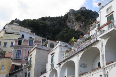 2013秋、イタリア旅行記2(14):9月26日(10):アマルフィ(3):アマルフィ旧市街、裏山の断崖絶壁