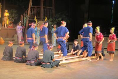 2013冬、タイ王国旅行記2(33)ローズ・ガーデン、タイビレッジ・ショー、民族劇、バンブー・ダンス
