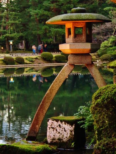 金沢-1 兼六園A 先ず,徽軫灯籠と霞ヶ池に ☆雪吊り松に落日赤々と