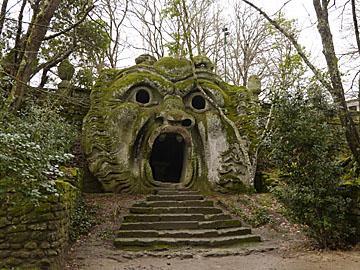 話題のボマルツォ怪物公園