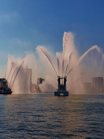 横浜消防出初式2014B 消防船からも一斉放水 ☆遊覧船から眺め