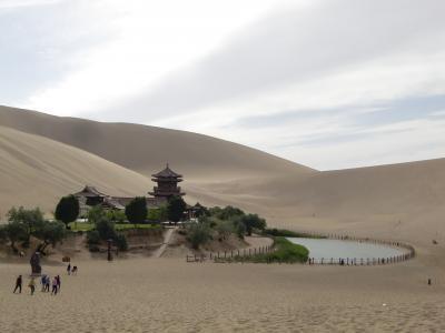中国、河西回廊の旅その2-鳴沙山で駱駝に乗って