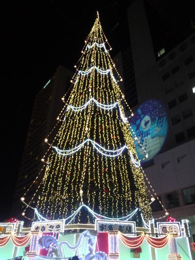 クリスマスシーズンの梅田周辺を散策