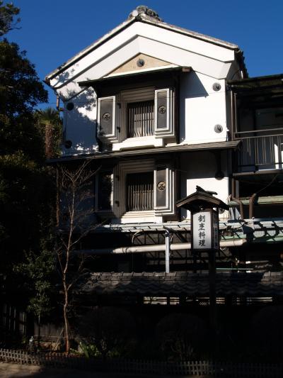 観喜院聖天堂の回りの店舗建物(埼玉県熊谷市)