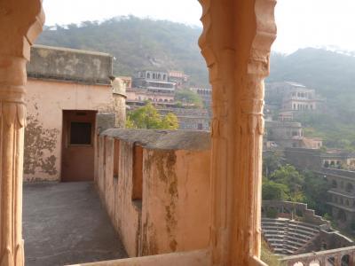 インド、寺院めぐり一人旅 3~ニムラナ(城砦ホテル)