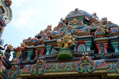 ∵∴バンコク花巡り(2)∴∵  シーロム・インド寺院の艶やかな花々とバンコク名建築を見る路地裏散歩 * バンコク紀行(130) *