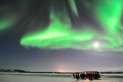 イエローナイフでオーロラ6連笑 (1) クルマでオーロラを追っかける Nanook Aurora Tours 編