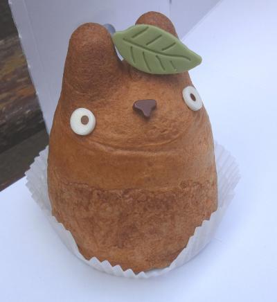 日本でここだけ トトロのシュークリームが可愛い     【世田谷区 白髭(しろひげ)のシュークリーム工房】三鷹の森ジブリ美術館とペアーで行きたい
