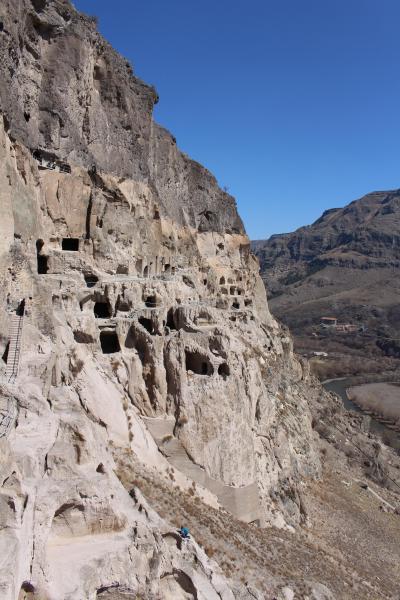 2014春のコーカサス旅行3−1 岩窟発掘ヴァルジア散策