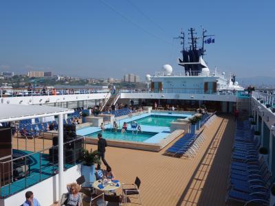 マルセーユから大型客船Zenithに乗船。クルーズ初体験です。ワクワクします。
