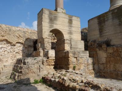 アントニヌス帝の共同浴場跡。ローマ時代の繁栄の証。カルタゴの複雑な歴史。