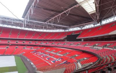 ロンドンでカウントダウンディナークルーズを ④~ウェンブリースタジアム