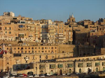 朝日に映えるヴァレッタの港に入港。すばらしい要塞都市。感動しました。