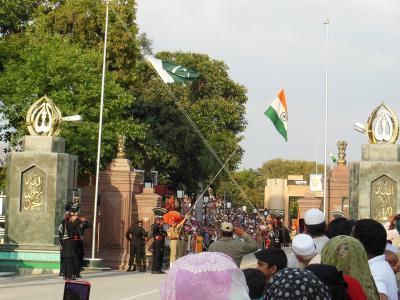 パキスタン2014・・・(6)ワガー インド国境での国旗降納式
