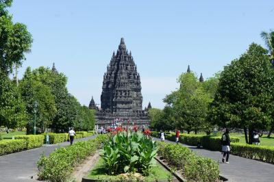 インドネシアの遺跡を巡る旅 1 ... ガルーダビジネスクラスとプランバナン遺跡群