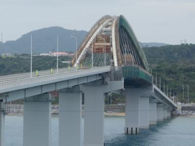 瀬底大橋を渡り,瀬底島へ。