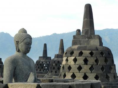 ヒンドゥー教と仏教の史跡を巡る旅3(ボロブドゥール遺跡&プランバナン遺跡編)