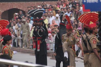 北インド聖地巡礼の旅(7)~ワガボーダー・国旗降納式~
