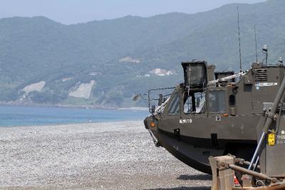 水陸両用車に乗る。 陸上自衛隊 和歌山駐屯地 94式水際地雷敷設装置