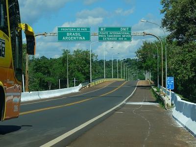 ★南米、時にはタクシーで(9)ブラジルとアルゼンチンの国境を越える
