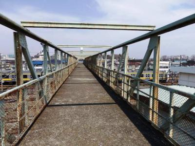 日本の旅 関東地方を歩く 東京都三鷹市(みたかし)の太宰治お気に入りの三鷹電車庫跨線橋周辺