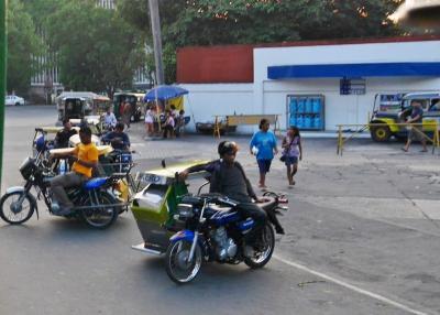 【フィリピン:マニラ】 トライシクルに乗る♪