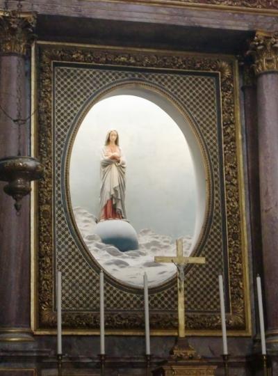 '14フランス。パリを拠点にジャンヌ・ダルクを訪ねて4。ブロワ、16世紀、約100年間王城の地だった町。