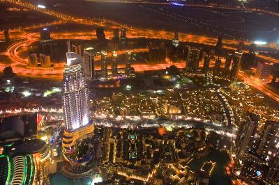 砂漠にそびえ建つ天空の塔  <バージュ・ハリファ>  日没前後をすべて魅せます.沸騰都市ドバイ