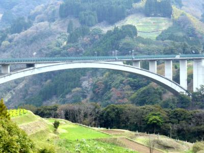 日本の神を覗く旅路・第1部記紀の神々01延岡から高千穂峡への道筋の景観