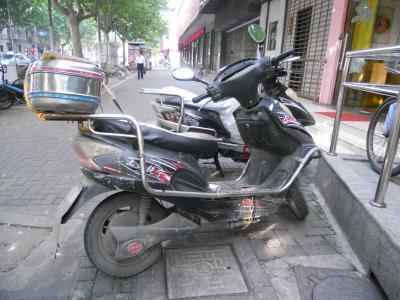 静かに忍び寄り、一気に追い越す「モーター付き自転車・バイク」