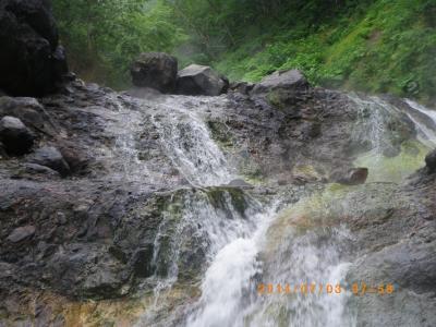 カムイワッカの湯滝 最上段まではもう無理あきらめた