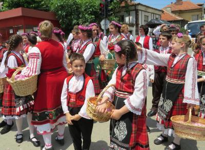 ブルガリアの旅(2)・・民族復興期を再現したエタル野外博物館とバラの谷の中心地でトラキア人の墓があるカザンラクを訪ねて