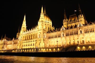 まるごと中欧大周遊10日間(オーストリア)7日目スロバキア、ハンガリーでドナウ川ナイトクルーズ