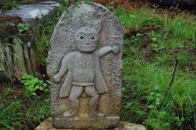 マントを羽織った猫神様を祀る信州の霊諍山(長野)
