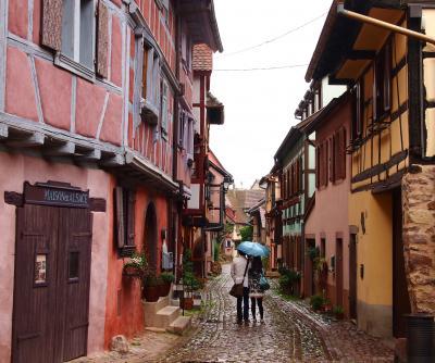 コロンバージュの家並みを見たい!アルザス地方の可愛い村へ!⑩ ~同心円を描くエギスアイムの家並みに魅せられて・・・石畳の路地を一周してみよう!~