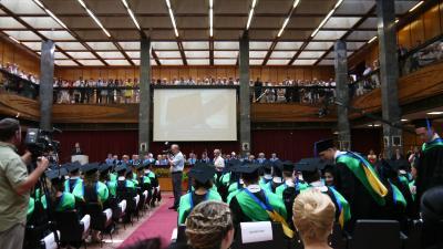 ハンガリー・長女の卒業式当日