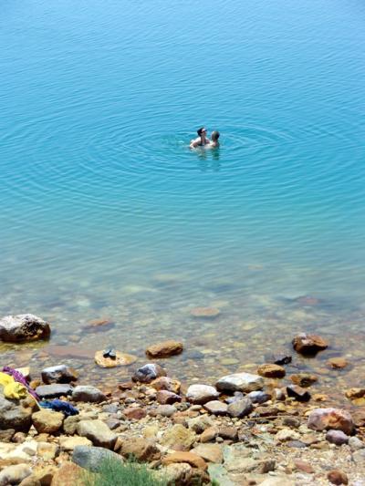 遺跡、砂漠、死海、魅惑のヨルダン&エキゾチックなイスタンブールの旅♪ vol. 5 死海リゾートを楽しむぞ♪ でも、死海でぷかぷかも楽じゃない.