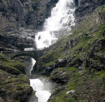 団塊夫婦のノルウェー絶景ドライブ旅行(4)−難関のトロルスティーゲンを通過してモルドヘ